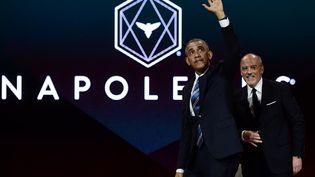 L'ancien président des Etats-Unis Barack Obama et le PDG d'Orange Stéphane Richard arrivent à une conférence à Paris, le 2 décembre 2017. (MARTIN BUREAU / AFP)