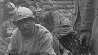 (Soldats français dans une tranchée de première ligne © Gallica/Agence Rol)