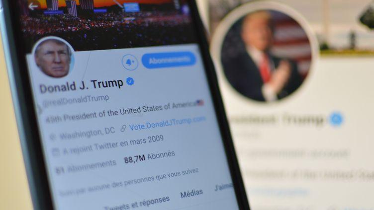 Twitter a décidé de bannir Donald Trump de sa plateforme. Le compte de l'ancien président des Etats-Unis n'est donc plus accessible. (VICTOR VASSEUR / RADIOFRANCE)