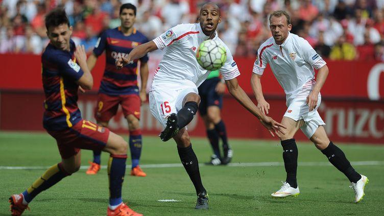 Steven N'Zonzi à l'oeuvre face au Barça (CRISTINA QUICLER / AFP)