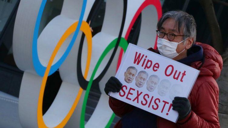 Des manifestants japonais avaient réclamé ces derniers jours la démission de Yoshiro Mori (NORIKAZU TATEISHI / YOMIURI)