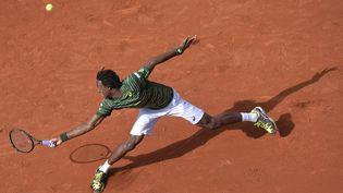 Gaël Monfils lors du premier tour du tournoi de Roland-Garros, le 25 mai 2015, à Paris. (MIGUEL MEDINA / AFP)