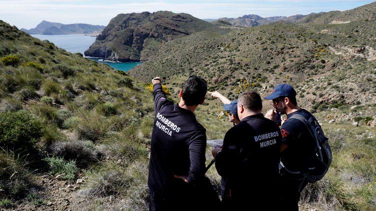 Des bénévoles ont participé aux recherches pour retrouver un enfant disparu, à Las Hortichuelas (Espagne), le 6 mars 2018. (CARLOS BARBA / AFP)