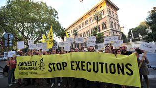 Des militants d'Amnesty International manifestent à Rome (Italie), le 16 septembre 2011, pour dénoncer l'exécution du condamné américain Troy Davis. (ALBERTO PIZZOLI / AFP)