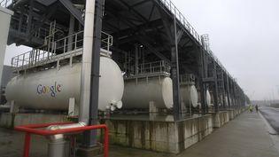 Dispositif de refroidissement d'un data center de Google à Saint-Ghislain, en Belgique. (YVES HERMAN / REUTERS)