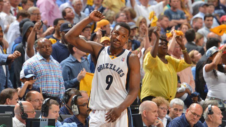 Tony Allen et les Grizzlies ont pris l'avantage face au Thunder (JESSE D. GARRABRANT / NBAE / GETTY IMAGES)
