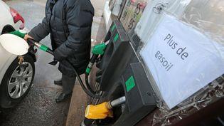 Une station service souffre d'une pénurie partielle de carburant à Ploemeur (Morbihan), le 3 décembre 2018. (MAXPPP)