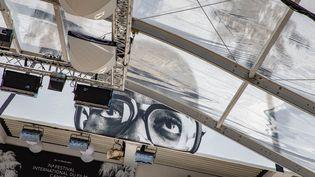 Pour assister aux projections ou entrer dans le Palais des festivals de Cannes, il faudra porter un masque et présenter un pass sanitaire à l'entrée. (ROLAND MACRI / MAXPPP)
