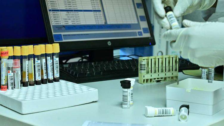 Le code mondial antidopage prévoit l'indépendance entre le laboratoire d'analyses et l'Agence Française de lutte contre le dopage.
