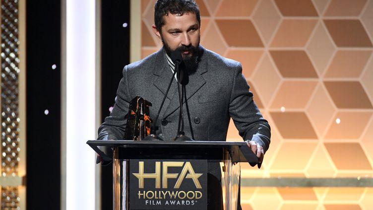 L'acteur Shia LaBeouf, le 3 novembre 2019, à Los Angeles (Etats-Unis) lors des Hollywood Film Awards. (KEVIN WINTER / GETTY IMAGES NORTH AMERICA / AFP)