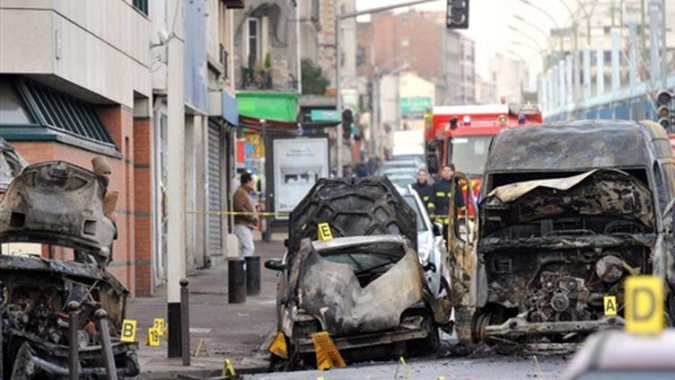 Après l'attaque d'un fourgon blindé le 28 décembre 2009 à Gentilly (Val-de-Marne) (AFP PHOTO / MIGUEL MEDINA)