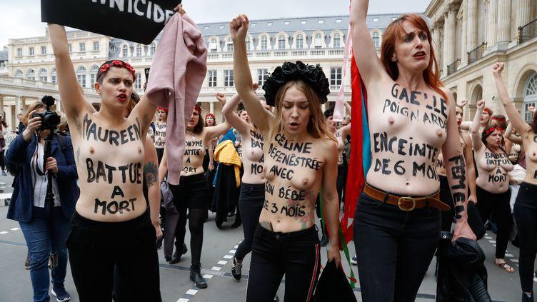 Des Femen, dans lacour du Palais-Royal, à Paris, le 30 mai 2019. (FRANCOIS GUILLOT / AFP)