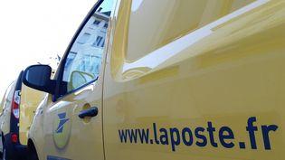 Un véhicule de La Poste. (NICOLAS BLANZAT / RADIO FRANCE)