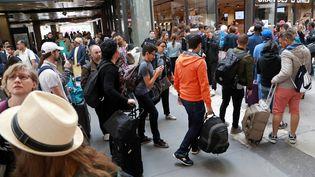Des voyageures à la gare Montparnasse, le 30 juillet 2017 à Paris. (JACQUES DEMARTHON / AFP)