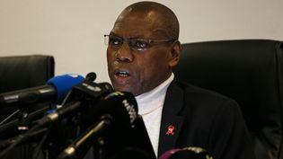 Le ministre sud-africain de la SantéZweli Mkhize, lors d'une conférence de presse le 1er mars 2020. Il a annoncé le rapatriement de ses compatriotes résidant à Wuhan, la ville chinoised'où est partiel'épidémie de coronavirus. (PHILL MAGAKOE / AFP)