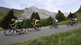 Des coureurs lors de l'édition 2020 du Critérium du Dauphiné, le 16 août à Megève (Haute-Savoie). (ANNE-CHRISTINE POUJOULAT / AFP)