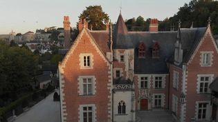 Le château du Clos Lucé à Amboise(Indre-et-Loire) a fait son entrée dans le palmarès du Time magazine de 2021. Il fait partie des 100 sites à visiter cette année, aux côtés de Las Vegas ou du lac Kivu, au Rwanda. Sa nouvelle galerie virtuelle sur l'œuvre de Léonard de Vinci a fait la différence. (CAPTURE ECRAN FRANCE 2)