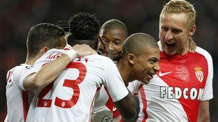 Les joueurs de l'AS Monaco victorieuxen quart de finale de la Ligue des champions face à Dortmund, le 19 avril 2017 à Monaco. (BENJAMIN CREMEL / AFP)