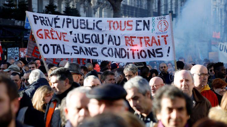 Des manifestants durant le rassemblement contre la réforme des retraites, le 16 janvier 2020 à Paris. (THOMAS SAMSON / AFP)
