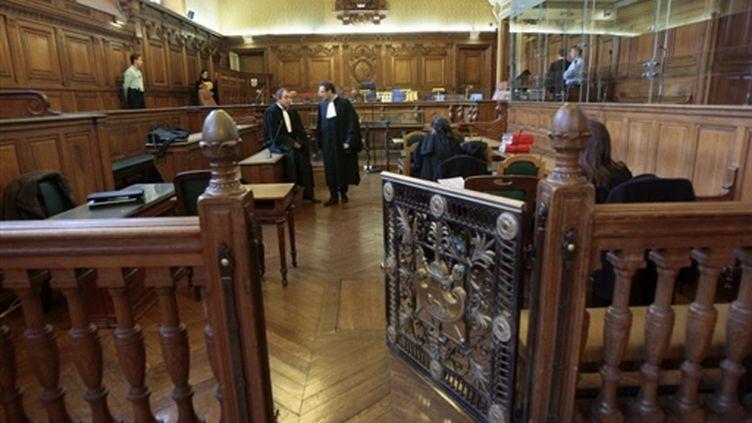 """La salle d'audience avant l'ouverture du procès du """"roi de la belle"""" au palais de justice de Paris (© AFP - FRANCOIS GUILLOT)"""