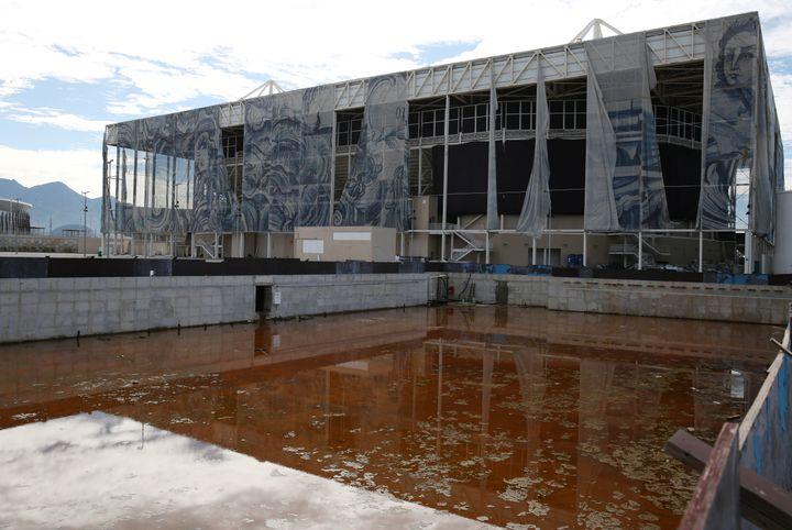Un bassin d'entraînement construit pour les JO de Rio, situé à l'extérieur de la piscine olympique, photographié le 5 février 2017. (PILAR OLIVARES / REUTERS)