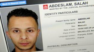 (Salah Abdeslam sur la fiche Interpol lors des recherches © MaxPPP)