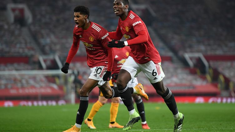 Marcus Rashford (Manchester United) célèbre son but contre Wolverhampton avec Paul Pogba. (MICHAEL REGAN / POOL)