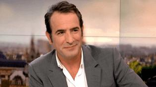 """Jean Dujardin sur le plateau de France 2 pour présenter """"La French"""" de Cédric Jimenez  (France 2 / Culturebox)"""