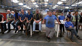 Des salariés de l'usineGM&S de la Souterraine, dans la Creuse, le 24 mai 2017. (PASCAL LACHENAUD / AFP)