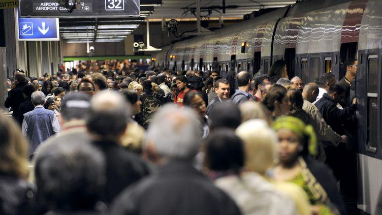Un quai de la gare du Nord, à Paris, lors d'une grève des transports, le 21 juin 2011. (BERTRAND GUAY / AFP)