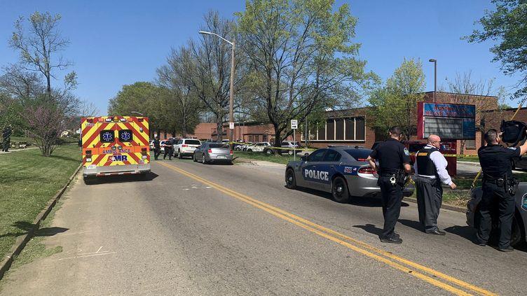 La police se trouve sur les lieux d'une fusillade àKnoxville (Etats-Unis), le 12 avril 2021. (- / @KNOXVILLE_PD TWITTER ACCOUNT / AFP)