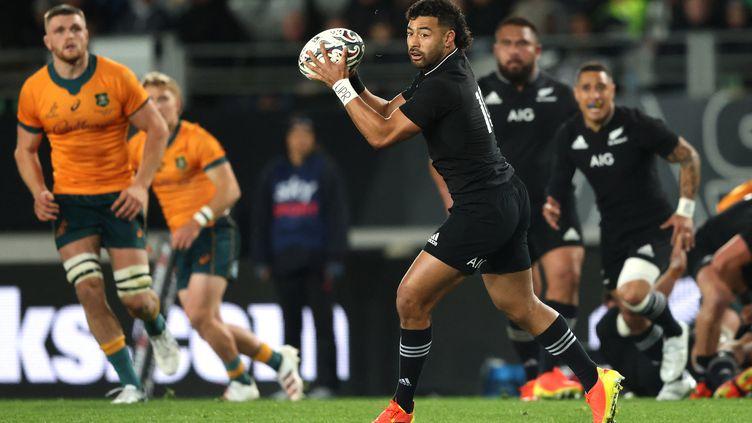 Le Néo-Zélandais Richie Mo'unga face à l'Australie, le 14 août 2021. (MICHAEL BRADLEY / AFP)