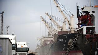 Port de Beira au Mozambique. C'est ici que devait être livré fin 2013, les 2750 tonnes de nitrate d'ammonium partie de Géorgie. Cargaison qui a explosé le 4 août 2020 sur le port de Beyrouth. Photo le 4 novembre 2010. (GIANLUIGI GUERCIA / AFP)
