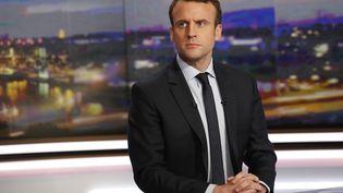 Emmanuel Macron, encore candidat à la présidencede la République, sur le plateau du JT de TF1, le 1er février 2017. (PATRICK KOVARIK / AFP)