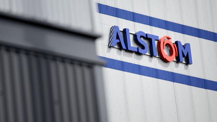 Le logo d'Alstom, pris en photo àMontoir-de-Bretagne (Loire-Atlantique), le 19 mai 2015. (JEAN-SEBASTIEN EVRARD / AFP)