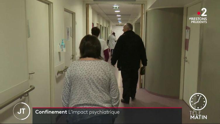 Des patientsdans une unité de soins spécialisés à Pontivy, dans le Morbihan. (France 2)