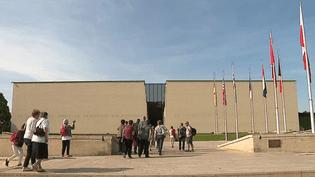 Le Mémorial de Caen conçu par l'architecte Jacques Millet fête ses 30 ans.  (culturebox - capture d'écran)