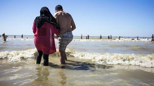 Le port du burkini, ici sur une plage du Nord, fait l'objet d'une trentaine d'arrêtés municipaux d'interdiction (ARNAUD DUMONTIER / MAXPPP)