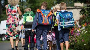 Des enfants font leur rentrée scolaire à Francfort en Allemagne (PATRICK PLEUL / DPA)