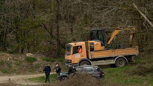 Les fouilles pour retrouver le corps de l'enfant, à Rumel (Ardennes), le 8 avril 2021 (KAREN KUBENA / MAXPPP)