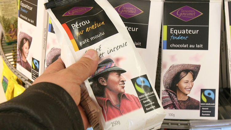 Des produits issus du commerce équitable à Trouville (Calvados). (MAXPPP)
