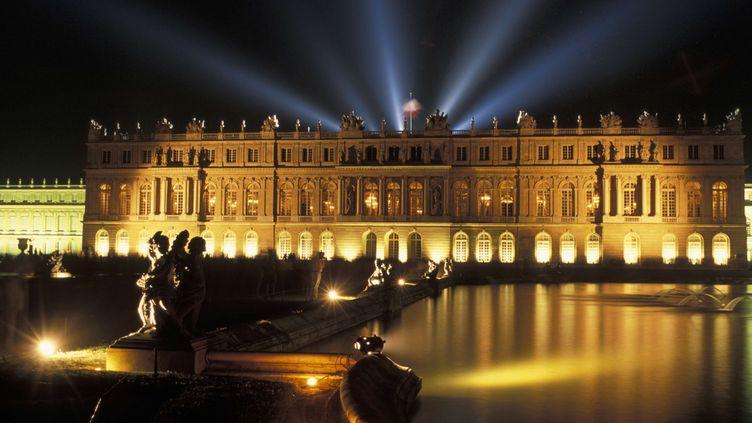 Le Château de Versailles, lieu de résidence des rois français Louis XIV, XV et XVI est connu internationalement. Transformé en musée en 1837, il est entouré de 815 hectares de jardins et de nombreuses fontaines.  (ROLLINGER-ANA / ONLY FRANCE / AFP)