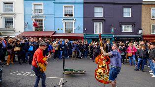 Des musiciens jouent dans la rue à Londres (Royaume-Uni), le 22 octobre 2016. (CARLO MORUCCHIO / ROBERT HARDING HERITAGE / AFP)