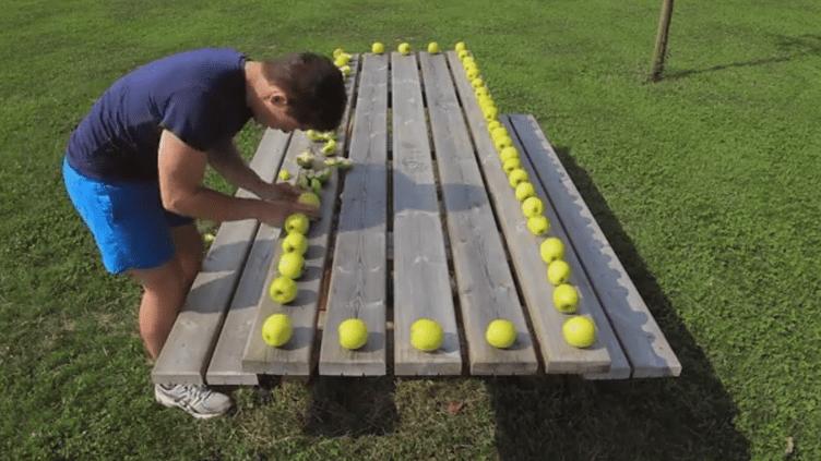 Ce futur étudiant en audiovisuel a eu l'idée d'écraser des pommes après avoir vu la vidéo d'un Russe sur internet. (REDWANE BEKKAI / YOUTUBE)