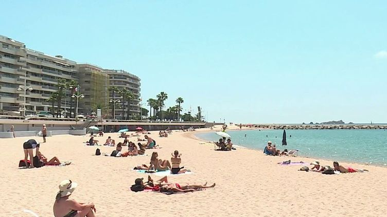 Santé : les dermatologues mettent en garde contre une exposition excessive au soleil (FRANCE 2)