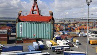 Conteneurs dans le port de Rades, port commercial de Tunis, en 2018. (FETHI BELAID / AFP)