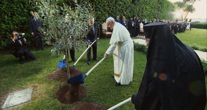 """""""Le pape François : un homme de parole"""" de Wim Wenders .  (2018 CTV, Célestes, Solares, Neue Road Movies, Decia, PTS ART's Factory Stars Pope Francis)"""
