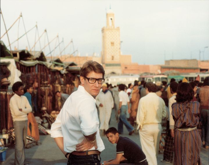 Yves Saint Laurent sur la Place Djemaa El Fna à Marrakech  (Reginald Gray)