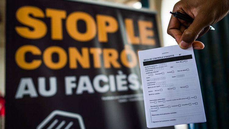 Mobilisation en faveur de l'instauration du récépissé remis aux personnes faisant l'objet d'un contrôle d'identité pour limiter lescontrôles au faciès, le 6 octobre 2012. (MAXPPP)