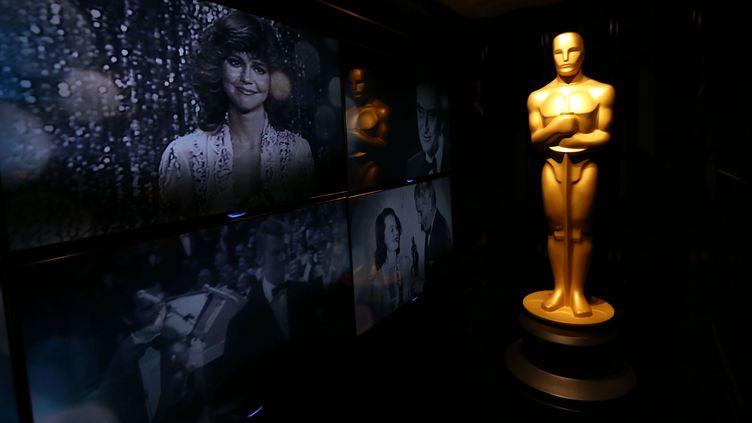 Une statuette des Oscars dans la salle des VIP duDolby Theater à Hollywood, où sera présentée la 85e cérémonie le 24 février 2013. (MATT SAYLES / AP / SIPA)